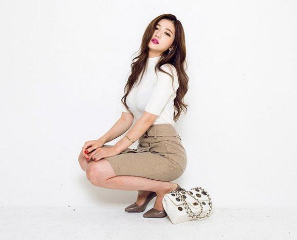 OLにおすすめ!タイトスカートを使ったおしゃれコーデをご紹介!のサムネイル画像