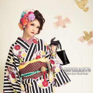選りすぐりレトロモダン着物【振袖・小紋豪華30選】御覧じよ!のサムネイル画像