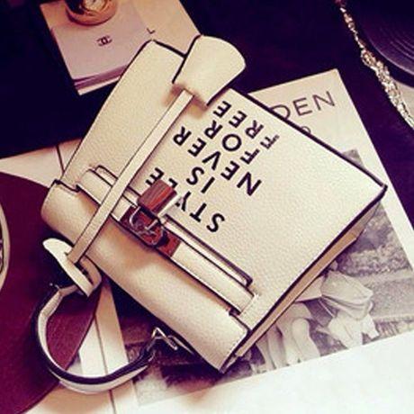 レディースのミニバッグで毎日をシーン別に楽しくコーディネートのサムネイル画像