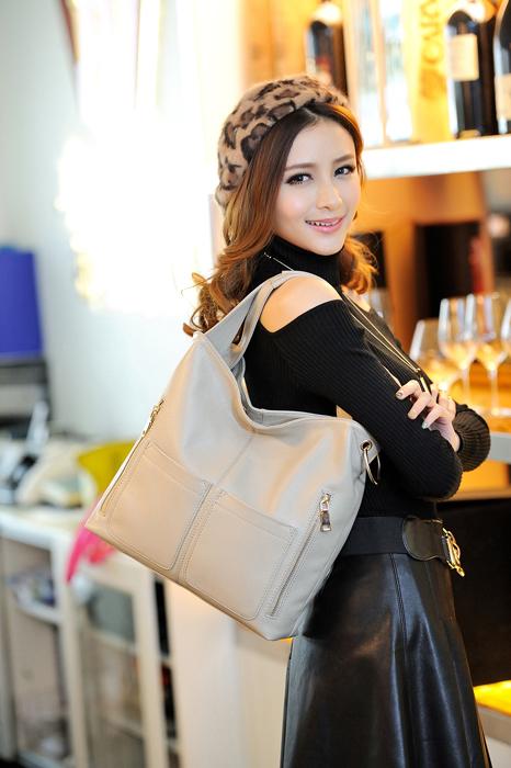 最新のおしゃれ女子が持つレディースバッグの人気ブランドを大調査!のサムネイル画像