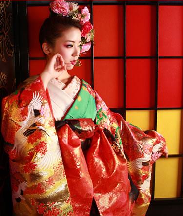 いつもと違う私に変身!豪華絢爛、花魁風着物姿で差をつけようのサムネイル画像