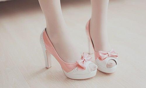 何足あっても欲しくなる!女性にかわいい靴は必須アイテムです☆のサムネイル画像