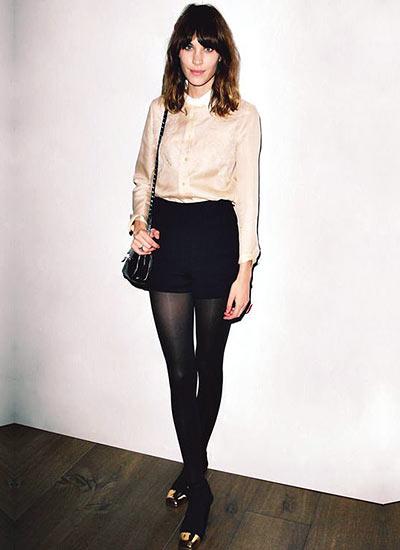 黒タイツを使えばコーデがおしゃれ!素敵なファッションアイテム!のサムネイル画像