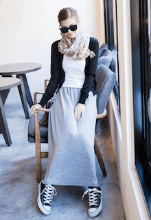グレーのロングスカートでおしゃれに!コーディネートをご紹介!のサムネイル画像