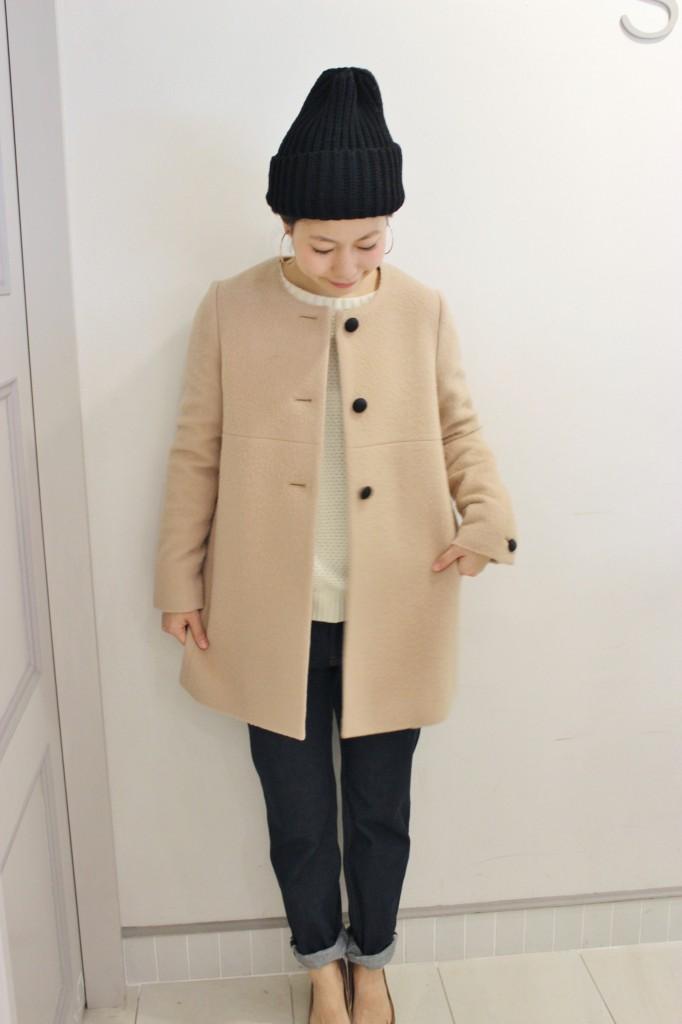 レディースノーカラーコートですっきり上品なファッションに!のサムネイル画像