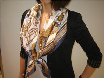 定番のレディーススカーフでワンランク上のオシャレで着こなそう!のサムネイル画像