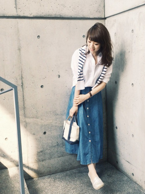 必見!「ロングのデニムスカート」を使ったコーデが可愛い!のサムネイル画像