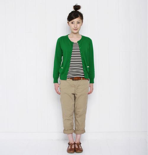 大人かわいい!緑色のカーディガンを着こなしておしゃれを楽しもうのサムネイル画像