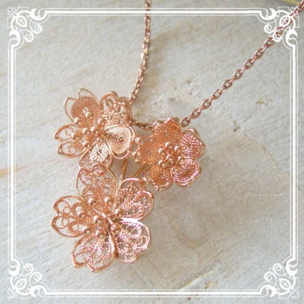 日本人に馴染みの〝桜〟のアクセサリーで可愛く綺麗に飾っちゃおうのサムネイル画像