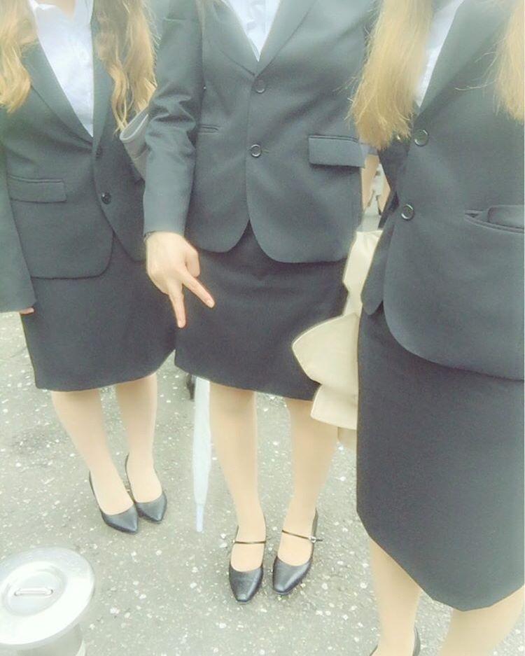 リクルートスーツは卒業!デキる女性が着こなすスーツの選び方のサムネイル画像