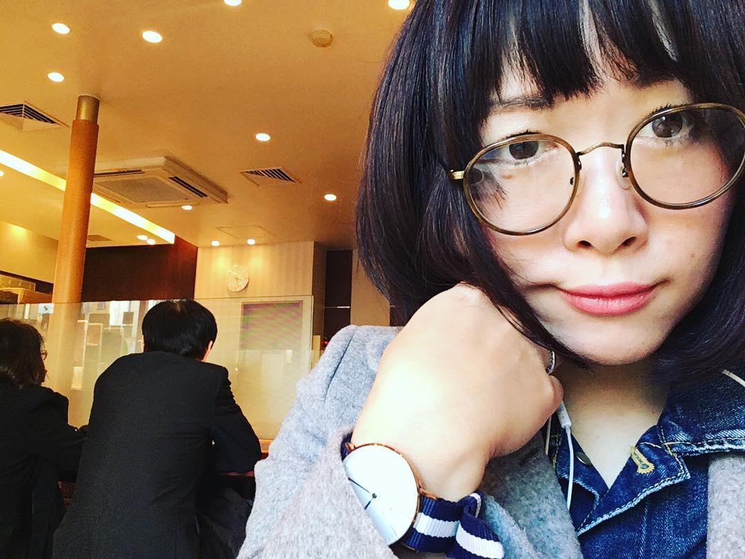 眼鏡女子が男性受けする理由とは?おすすめのモテ眼鏡スタイルのサムネイル画像