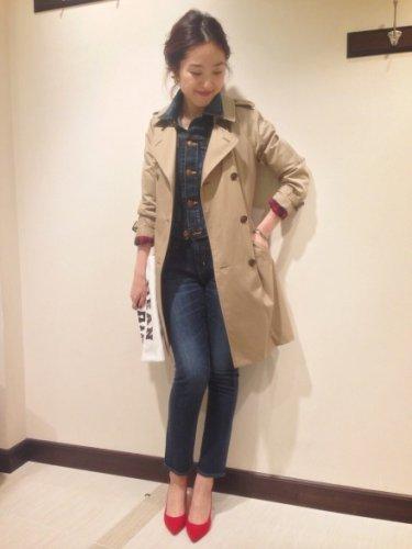 シーンを選ばず着られるレディーストレンチコートでコーディネート♡のサムネイル画像