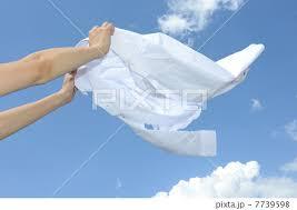 クリーニングに負けない仕上がりに!シャツの正しい洗濯の仕方のサムネイル画像