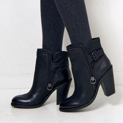 黒のおしゃれなショートブーツをご紹介します。人気のデザインは?のサムネイル画像