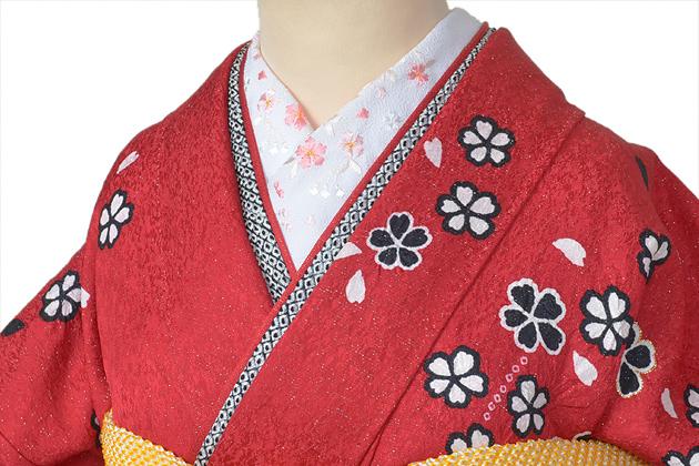 着物のおしゃれポイントの半襟。基本の白から豪華な刺繍やモダン柄のサムネイル画像
