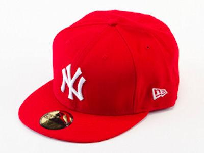 おしゃれな赤のキャップをかぶってみよう☆人気のデザインは?のサムネイル画像