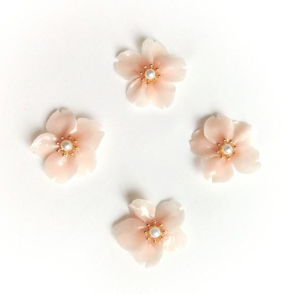 もうすぐ春到来♡可愛い花イヤリングで気分を上げていきましょう!のサムネイル画像