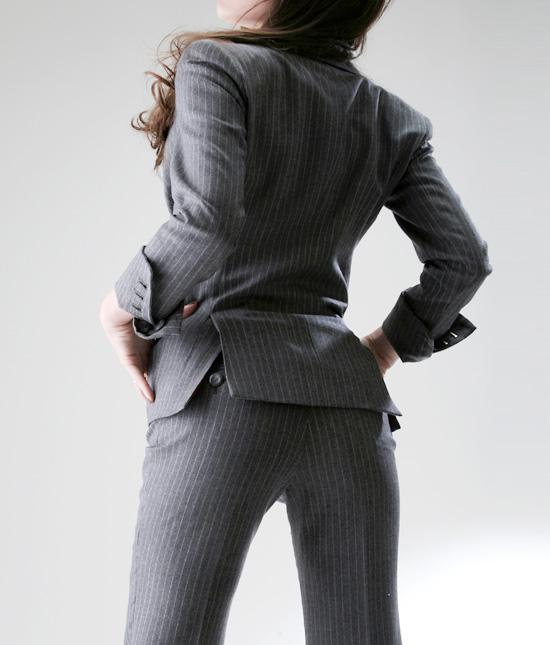 パンツスーツを着こなすだけでカッコイイ大人の女性になれる♡のサムネイル画像