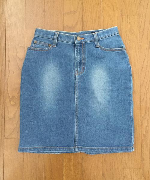 ミニ丈のデニムスカートが使える!大人の女性らしいファッションに!のサムネイル画像