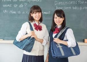 女子中高生のナイロンスクールバッグ♥人気ブランドをおしえて!のサムネイル画像