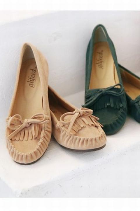 春靴はスエードに注目!こなれ感がアップするカジュアルなスエード靴のサムネイル画像