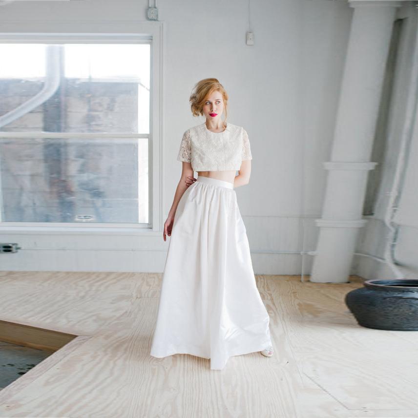 白の「ロングスカート」が女性らしい雰囲気にしてくれるアイテム♡のサムネイル画像
