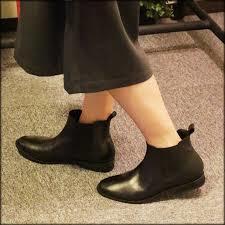ショートブーツならしっくり馴染む履き心地抜群の本革がおすすめ!のサムネイル画像