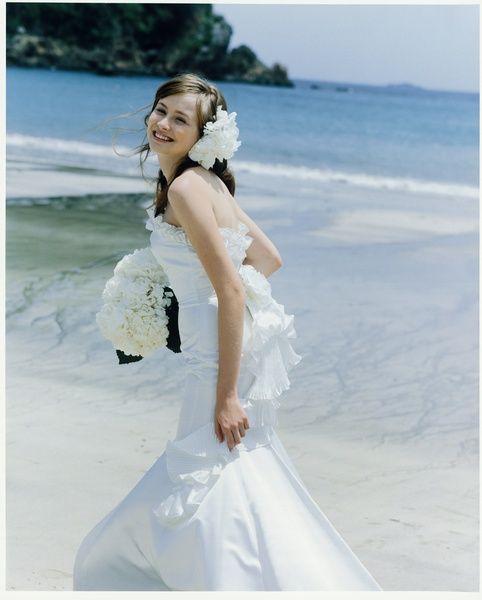 花嫁さん必見!人気のマーメイドドレスと相性◎の髪型とは?のサムネイル画像