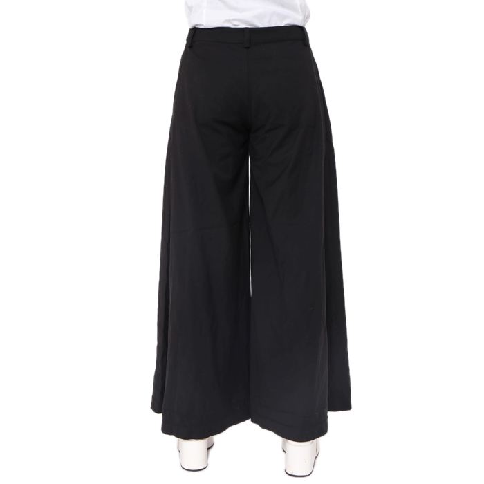 黒のワイドパンツを使ったコーデがおしゃれ♡使えるアイテム!のサムネイル画像