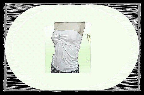 白のチューブトップはどのように着用すればいいのでしょうか?のサムネイル画像
