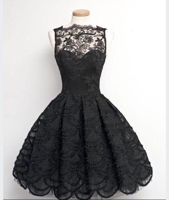 【結婚式には黒のドレス】ベーシックな黒のドレスの着こなし術!のサムネイル画像