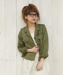 カーキシャツでおしゃれに!大人女子におすすめのレディースコーデのサムネイル画像