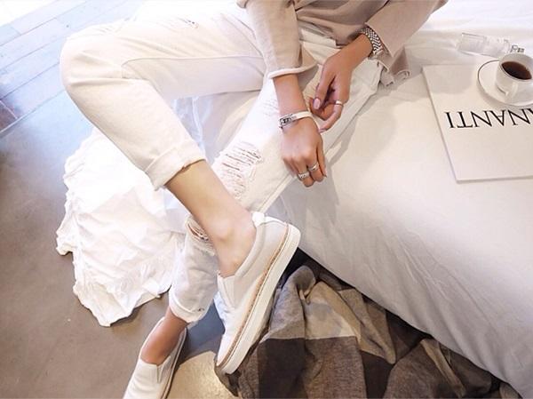 春夏は白デニムで爽やかに!!白デニムで作る大人可愛いコーデまとめのサムネイル画像