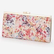 大人カワイイがま口長財布は春らしいレディースコーデにおすすめ!のサムネイル画像