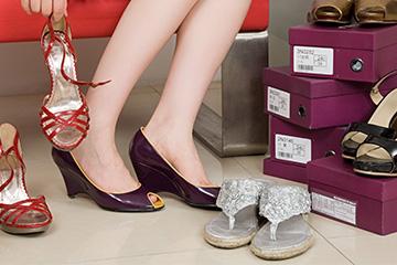 あなたの靴は大丈夫??これを持っていればOK!人気のレディース靴☆のサムネイル画像