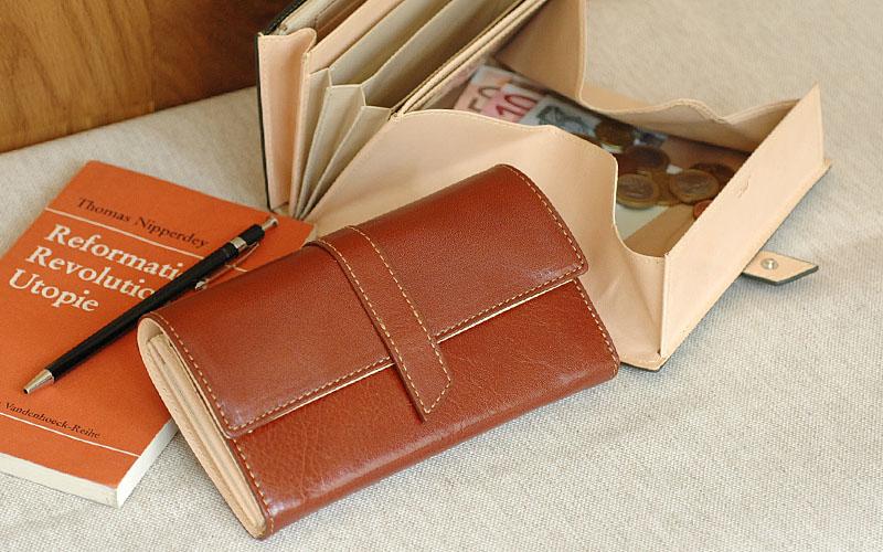 お洒落で機能的!迷っている方におすすめのレディース『長財布』のサムネイル画像