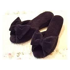 美しくおしゃれに履きたいならヒール付きスリッパが美脚効果抜群!のサムネイル画像
