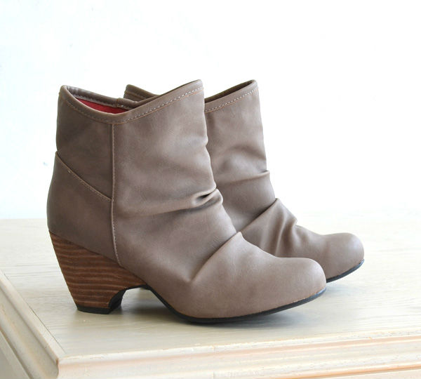 ショートブーツ×靴下で作る とっておき☆シンプルコーデ!のサムネイル画像