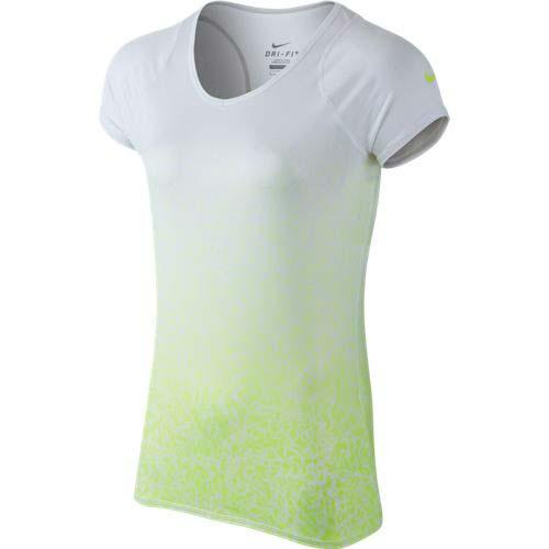 テニスウェアもおしゃれなものを選びたい☆おすすめTシャツを紹介!のサムネイル画像