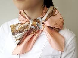 1枚巻くだけでオシャレどアップ!スーツ×スカーフでデキル女子!のサムネイル画像