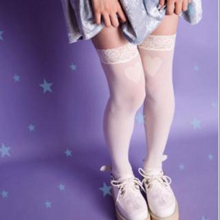 組み合わせに困る!?白ニーハイを着こなすファッションスナップ集♡のサムネイル画像