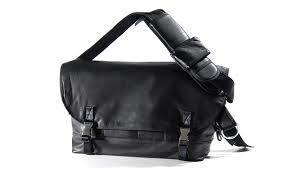 完全防水バッグはアウトドアやタウンユース、災害時などにおすすめ!のサムネイル画像