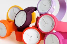 夏におすすめの腕時計はビビッドカラーのシリコンバンド腕時計!のサムネイル画像