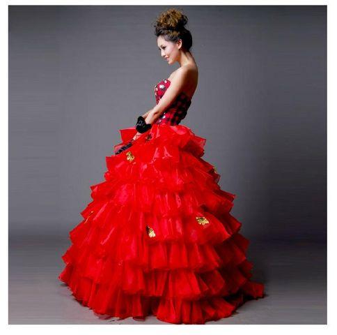 ドレス選び中のプレ花嫁さん必見!赤いカラードレスのデザイン特集!のサムネイル画像