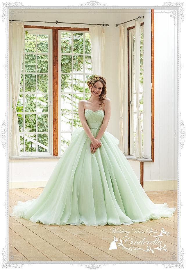 一生に一度の結婚式♡人気のカラードレスを紹介しちゃいます♡のサムネイル画像