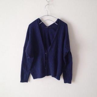 夏も冬も必ず1枚は欲しいマストアイテム☆紺のカーディガン!のサムネイル画像