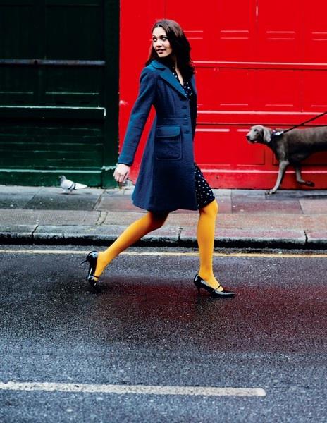 アクセントにもってこいなのが黄色いタイツ!おすすめ&コーデのサムネイル画像