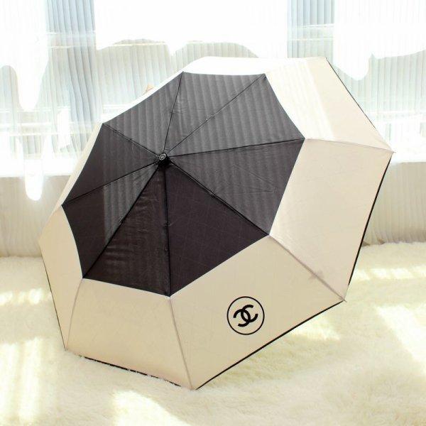 常にバッグに入れておきたい!おしゃれな軽量の折り畳み日傘!のサムネイル画像