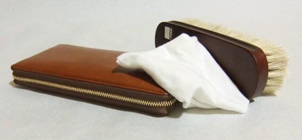 【保存版】革財布の正しいお手入れ方法☆困った時の対処法や動画も!のサムネイル画像