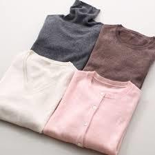カシミヤのセーターはフェミニンなレディースコーデに欠かせない!のサムネイル画像